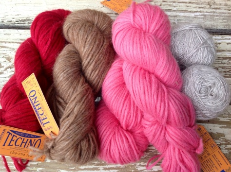 TECHNO Bulky, 60% Alpaca, 22% Silk, 10% Merino. On the far right, Metalico, 50% Alpaca, 50% Silk